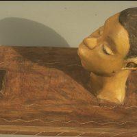 Hervey, sculpture, plâtre polychrome, homme à sa toilette